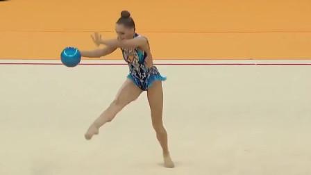 俄罗斯女子艺术体操,高难度动作一个接一个,不愧是世界一流!