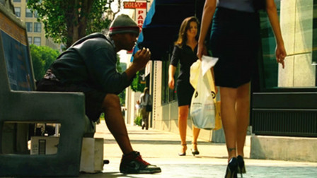 小伙整日醉倒街边,一副乞丐的可怜样,真实身份竟是超人