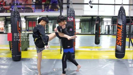 搏击教学,接后腿摔,听听教练的讲解吧