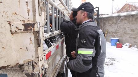 来到若尔盖遇到让哥俩感动的藏族老板,寒冷的大雪天帮忙找车送我们出城!