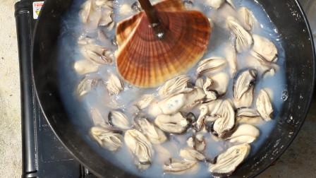小渔纯手工做蚝油,用25斤带壳的生蚝来熬制,试下能熬制几斤油