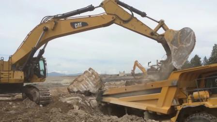 大型挖掘机工作视频,对付大块的石头,只能用大挖掘机!