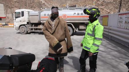 摩旅的路很漫长,要保持一颗感恩的心,买点东西来看望刚才帮助过我的藏族大姐!