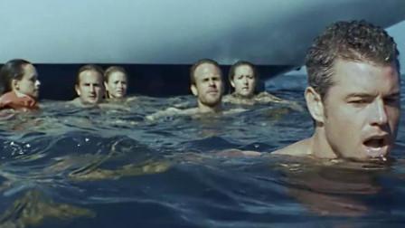 3男3女被困海里,爬不上船,可怕的是,船上还有一个婴儿