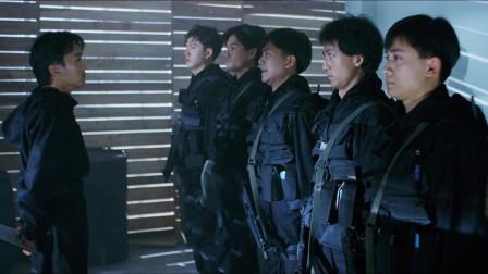 逃学威龙2: 周星驰饰演飞虎队队长, 斥骂手下不分敌我, 连人质也杀了