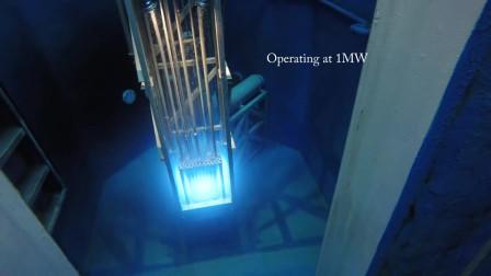 将摄像头下探到核电站燃料池,让大家看看反应堆运行时是怎样的画面