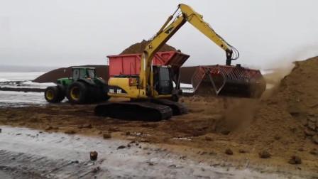 挖掘机用抓斗干这活太实用了,装车效率飞速提升!