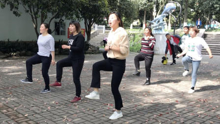 目前很流行的鬼步舞,简单2步,没事跳一下,一整天都精神!