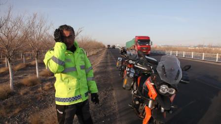 高速路骑行600多公里来到哈密与队员汇合,开始研究穿越无人区方案!