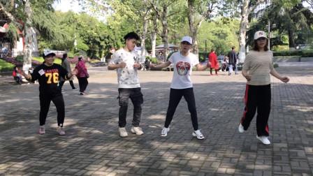 鬼步舞《8步弹跳》教学,相当上档次的舞步,简单几步很简单!
