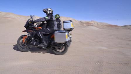 经过一周的骑行从重庆来到哈密,人和车都已经达到巅峰状态,开始穿越大海道无人区!