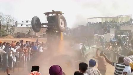 印度拖拉机比赛,事故突然发生,现场混乱!