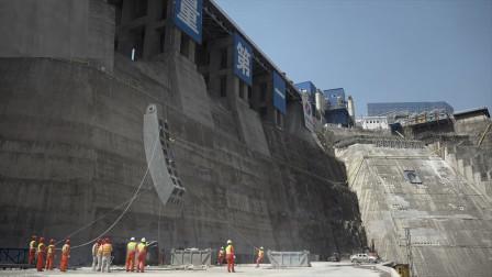 白鹤滩水电站闸门吊装,世界最大在建水电站无与伦比!
