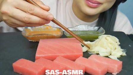 美女吃播:大块的鲜三文鱼,拿起来就吃,真馋人!