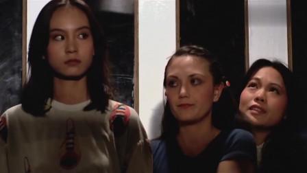 三人一起坐电梯,后面2人嘲笑前面的女子,没想到因此丢了性命