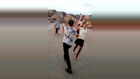 大东北松原哈萨尔广场水兵舞