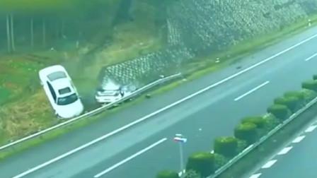 """两车在高速上斗气,3秒后""""同归于尽"""""""