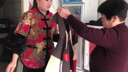 农村奶奶给孙子买特价衣服,花了多少钱?竟还找儿媳妇报销