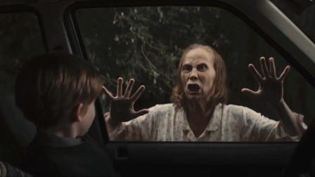 老妇人疯狂敲打车门,说女子儿子是怪物,她不信,当晚就出了事