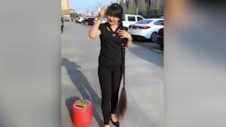 女子15年留1米8长发:每次洗头都要三四遍用掉1个多小时