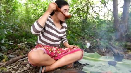 东南亚野外烹调蛇鱼汤,野外生存技能