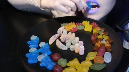 美女吃播:吃7种不同的惊喜糖果,发出的咀嚼声!