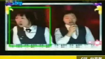 两位韩国女高中生,模仿后舍男生的表演,很多年很出名,哈哈哈