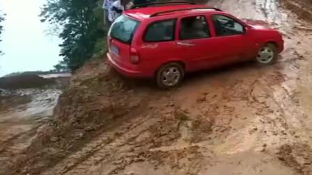 这样的水泥路上坡,一般小车真玩不了,不是我夸大