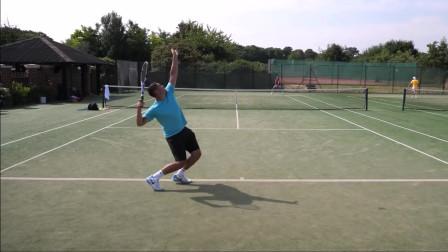 西蒙和18岁的学生的网球比赛,有些技巧可以帮到你哦