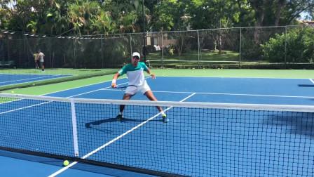 高级网球凌空抽射训练,与教练布赖恩一起进行职业网球训练!