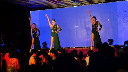 夜拍:河南农村歌舞表演,三个美女跳的太好看了,谁知这是啥舞?音乐动感十足