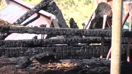 这次的火灾太严重了,房子彻底成为了灰烬,已经坍塌了