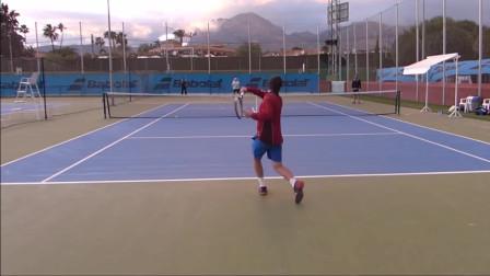与大卫·费雷尔一起进行高强度网球训练,很精彩