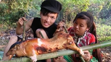 野外夫妻牌烤卤猪,两人吃得满嘴都是,满山的果子随便摘