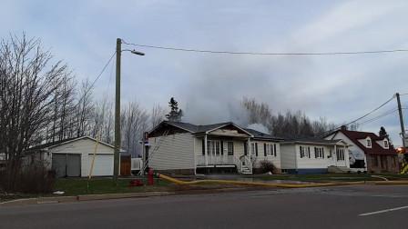 房子发生大火的场景你可能没有见过,比老虎还凶猛