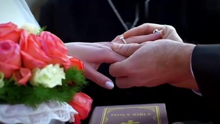 美女在自己婚礼看到自己前男友,整个人愣住了,前男友一脸心酸