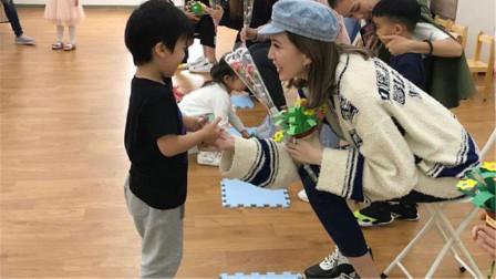 林志颖娇妻陈若仪参加儿子学校的母亲节活动 获儿子按摩脚部超幸福