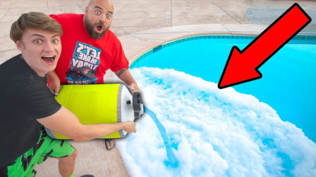 老外用液氮给泳池降温,本以为是败家子,看完后才发现是天才!