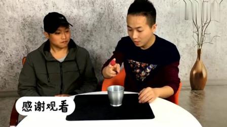刘谦春晚表演的空杯变出两个大水果,被这魔术骗了10年,其实特简单