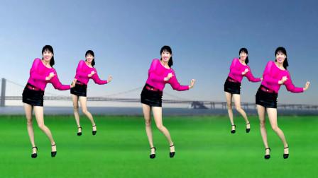 左右扭胯网红舞《左摇摇右摇摇》对着镜子使劲摇,好看