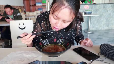Vlog 04 巍山古城新开的羊肉米线初体验!