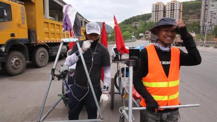 一天在路上遇到七八个拉车去西藏的,感觉像是一阵风,不过真心挺佩服!