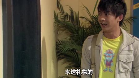 爱情公寓:张伟学雷锋送温暖,这位大叔的做法让人不能忍!