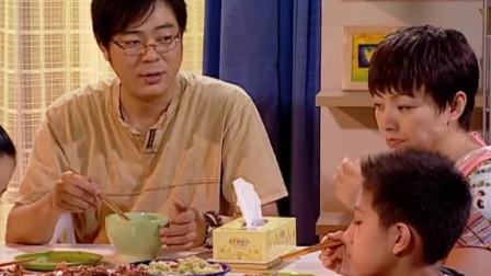 刘梅太偏心,小雪碗里都塞满了螃蟹,刘星和小雨只能吃根蟹腿!