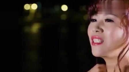 一首闽南歌曲《爱情花》唱出了爱情的甜蜜、花一样的美丽!