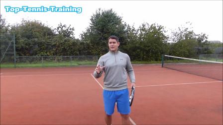 在网球击打过程中,网球预感和反应速度很重要,一定要加强锻炼