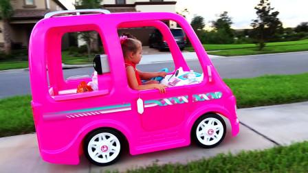 戴安娜的新款小车 冒险之旅 粉红芭比