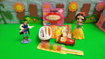 白雪给小朋友买了好多糖果?