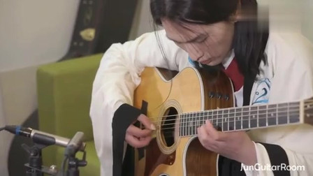小伙吉他独奏《红楼梦》插曲《秋窗风雨夕》柔美的旋律回味经典!