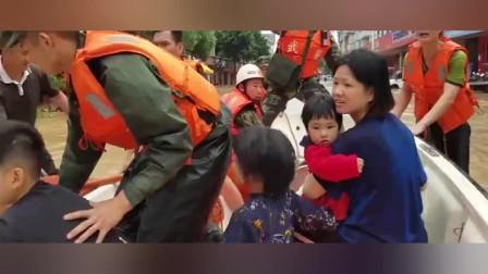 直击福建三明强降雨画面:数多人被洪水困住,武警紧急救援